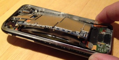 batteria iphone gonfia